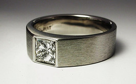 Platinum and diamond ring 1125