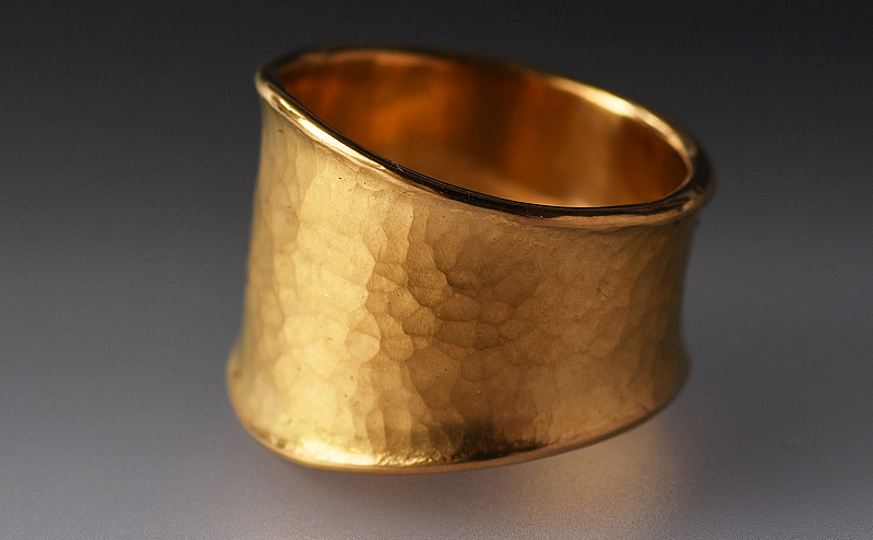 24ct gold ring No 2218